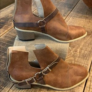 "*3 for $20*/Booties ""vintage"", 39"